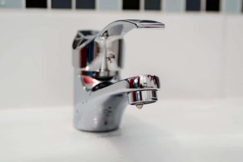 How to remove stains from faucets
